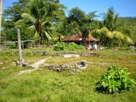 Kerajaan Adonara. Sisa-sisa reruntuhan Kota Raja Adonara di Sagu.