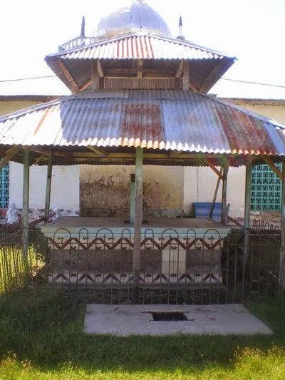 Makam Raja Adonara