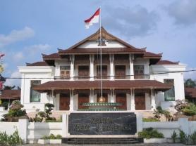1 Kedaton Kutai Kartanegara adalah istana milik Sultan Kutai Kartanegara