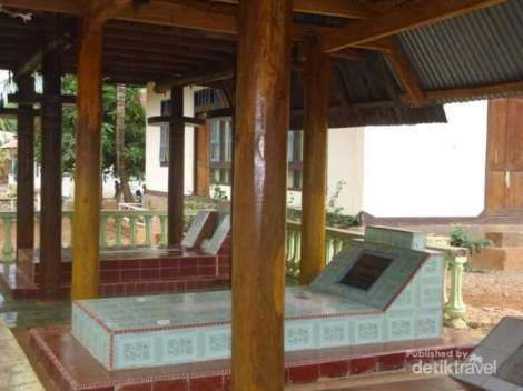 Kuburan Raja Kolana