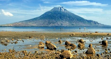 Gunung Ile Ape, pulau Lembata