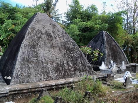 Makam raja-raja Sanrobone dalam bentuk kubah yang disebut