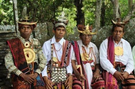 Fialarang, Timor - Second from left Loro of Fialarang.