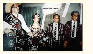 Manek Raja (nominal) Hendrik Daoed of Ringgou (1962-2002 died) extreme right is present chief dynasty