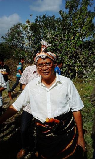 Sumba - Kerajaan Lauli Raja Drs. Augustinus Niga Dapawole of Lauli-Loli.