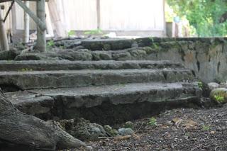 Sisa-sisa tangga kerajaan Kangae