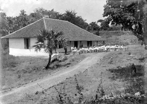 Sekolah untuk anak pribumi di Termanu pada masa Hindia Belanda.