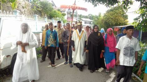 The raja of Wertuar during religious festiuviuties durung the end of the ramadan festivities. Sumber: Umar Rifai Heremba, FB