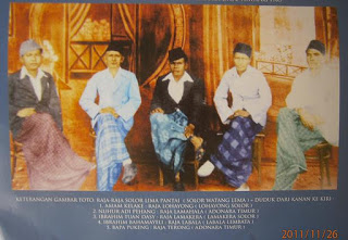 (foto 2011) From R to L: - Raja Amam Kelake of Lohayong, Raja Nuhur Adi Pehang of Lamahala, Raja Ibrahim Tuan Dasy of Lamakera, Raja Ibrahim Baha Mayeli of Labala Lembata and Raja Bapa Pukeng of Terong