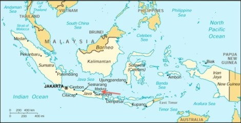 Lokasi Pulau Madura (panah merah)