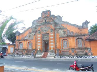 Pintu gerbang Puri Agung Klungkung. di sebelah utara Kertagosa.
