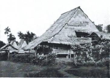 Bolaang Mongondow, Sulawesi - rumah raja Bolmong difoto Paul dan Fritz Sarasin 22 desember 1893.