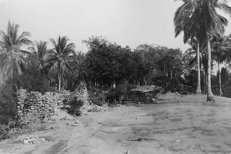Kerajaan Ende. Ruins of Portuguese Fort on Palau Ende Flores. 1900s.
