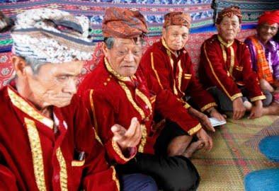 These raja's are from: Kerajaan Palu, Kerajaan Tawaili, Kerjaaan Sigi dan Kerajaan Banawa.