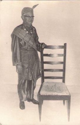 Kerajaan Bolaang Uki. Photo of Paduka Raja Arie Bansye Hasan van Gobel in clothes of custom of Kerajaan Bolaang Ukii it's only weared by king during the period. Sumber - Rillya Gobel, FB