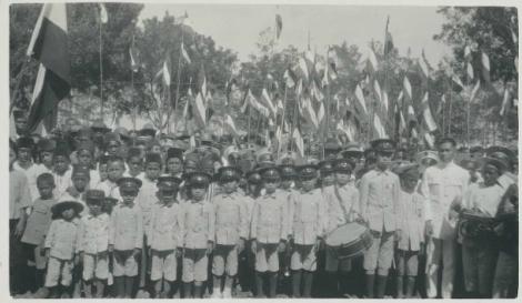 Anak-Anak Sekolah di Ende pada 31 Agustus 1924-foto-ini-diambil-dari-koleksi-c-schultz-sumber-kitlv