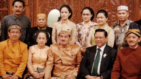 Family of the pangeran of Gebang(front middle)Cirebon area.
