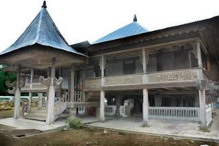 Istana Lamban Gedung - Kepaksian Pernong