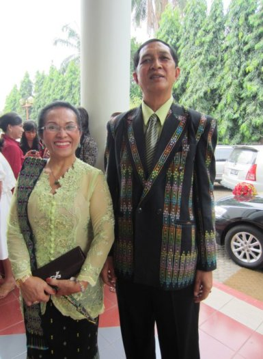 Leader of Manggarai-Flores raja dynasty Raja Muda Alexius Ngambut with his wife - silvia prastyo, fb