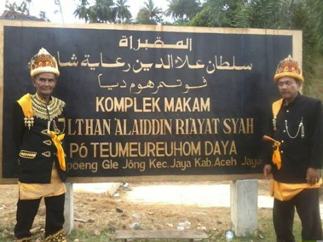 Left Teuk Raja Ubit of Trumon and right Teuku Raja Nasruddin of Kuala BateBatu. West Aceh.