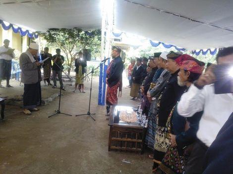 Photo ketika proses pengukuhan Wali Datu Selaparang oleh Ketua adat Majelis Dewan Pengelingsir (TGH. Lalu Ahmad Suparlan) lalu achmad nofi yandi, fb