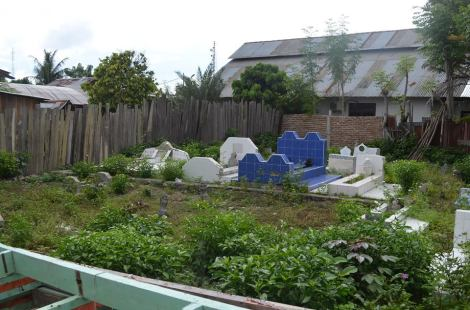 Makam magau djaelangkara dan DatuMpedagi di foto Kompleks pemakaman magau Tavaeli belakang Masjid Tavaili.