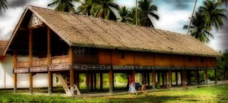 UMAH PINTU RUANG RAJE LINGE. Rumah adat pitu ruang (tujuh ruang) adalah tempat tinggal Kerajaan Linge dari Raja Linge I-XIII