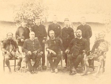 Para pemimpin yang terlibat perang di Lombok tahun 1894: Anak Agung Ketut Karangasem, Mayor Jenderal P.P.H. van Ham,[3] Mayor Jenderal J.A. Vetter (komandan),[3] Residen M.C. Dannenbargh, dan Gusti Gede Jelantik.