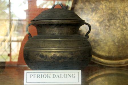 Peninggalan kerajaan Badau. Museum Badau.