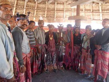 Meeting with the kesel of Beboki. Timor. 2014