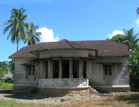 Palace of the last ruling raja of Kuala Batuu-Kuala Batee in West Aceh- Raja Teuku Cut Din;made in 1930. -- ayah arminsyah FB