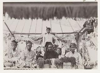 Mangku dan Bujangga Sakra 1920