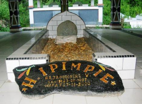 Moronene, Sulawesi - Makam Mokole H. Ipimpie (Raja Moronene ke V)