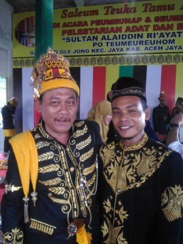 Kiri: Raja Kuala Batee, kanan: seorang wakil dari Dinasti Pidie