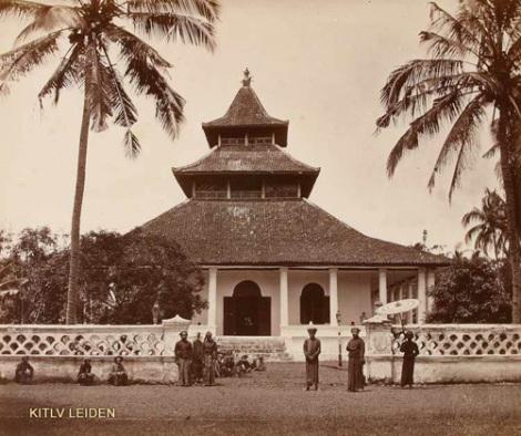 Mesjid Manonjaya pada masa pemerintahan Bupati Raden Adipati Wirahadiningrat, tahun 1875 - 1901