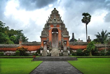 Pura Taman Ayun merupakan peninggalan sejarah dari Puri Ageng Mengwi ( Kerajaan Mengwi )