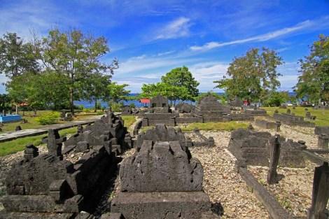 Kompleks Makam Raja-Raja Banggae dan Hadat Mandar di Majene