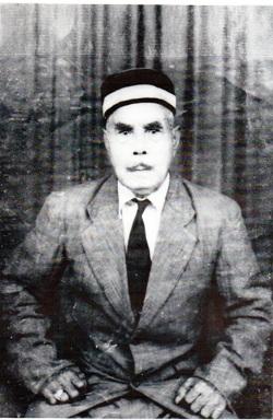 Raja Machmud Singgirei Rumahgesan lahir pada 27 Desember 1885 di Kampung Sekar Distrik Kokas.
