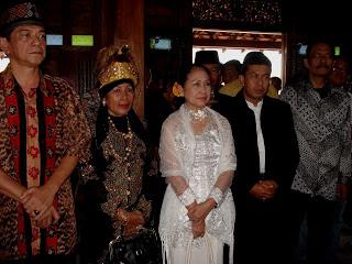 Ray, Putri Kerajaan Sekar Papua Barat, Ottih, Kesultan Pontianak Kalbar