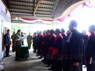 uri - Walikota Ambon Richard Lohenapessy, melantik Saniri Lengkap Negeri Urimessing