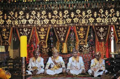 Dari kiri ke kanan: Sultan Belungun, Pernong, Bejalan, Nyerupa