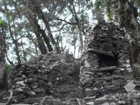Menurut para penelitian Candi Angin[2] lebih tua daripada Candi Borobudur, Candi Angin di sinyalir adalah peninggalan Kerajaan Kalingga. Bahkan ada yang beranggapan kalau candi ini buatan manusia purba di karenakan tidak terdapat ornamen-ornamen Hindu-Budha. Sumber: https://id.wikipedia.org/wiki/Candi_Angin