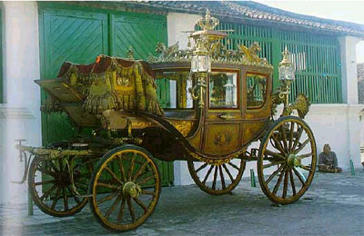 Yogyakarta. Kareta Kyai Garuda Yeksa. Kereta buatan Belanda tahun 1861 pada masa Sri Sultan HB VI. Digunakan untuk penobatan seorang Sultan.