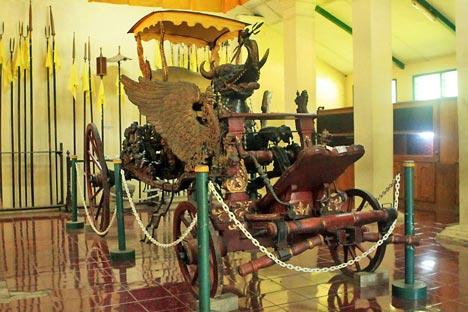 Kereta Singa Barong adalah hasil karya Panembahan Losari, cucu Sunan Gunung Jati, yang dibuatnya pada 1549.