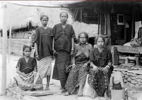 Isteri dan keluarga raja Nageh, 1915