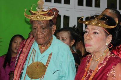 Tick Loro Ignatius Josef Kalimau of Lamaknen, Timor, with his queen