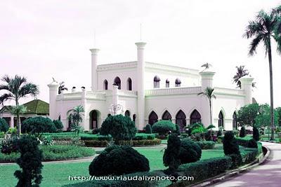 Istana Asserayah Hasyimiyah - Kerajaan Siak