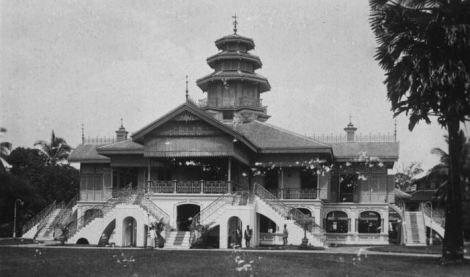 Istana Langkat, dihancur 1945.