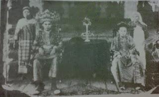 TENGKU MAHMUD- Pangeran Bedagai & Tengku Chairul Bariah putri Sultan HusinSyah – Sultan Asahan, 1911