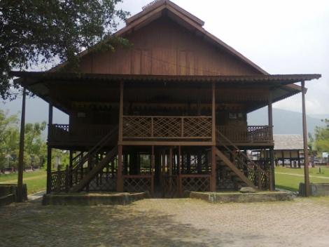 Istana kerajaan  Palu
